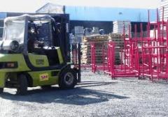 Serviços de carga e descarga com empilhadeiras