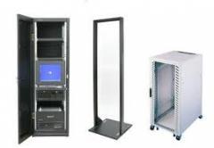 Montagem de armários informáticos e bastidores